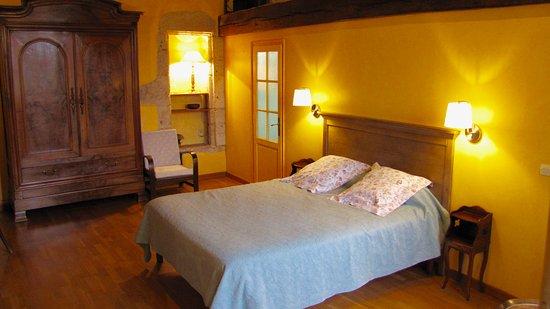 En Germolles: Chambre Jaune avec mezzanine.