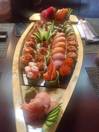 Yoshi - Sushi boat