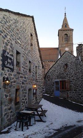 Les Estables, France: l'auberge et l'église des Estables
