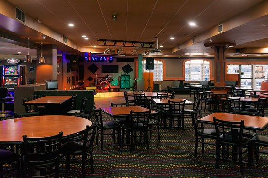 Sands Inn & Suites: Lounge Tables & Chairs