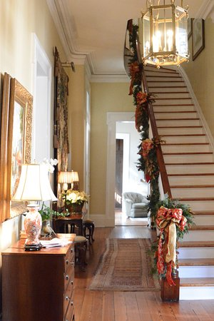 Terrell House Bed and Breakfast: Lovely entrance