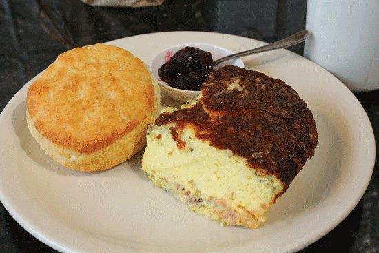 สตีเวนสวิลล์, มิชิแกน: Quiche is made different every day. This one was ham, cheese and veggies.