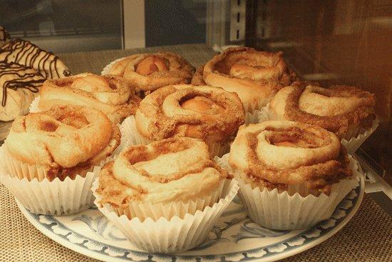 Stevensville, MI: Cinnamon swirls in their bakery shelves.