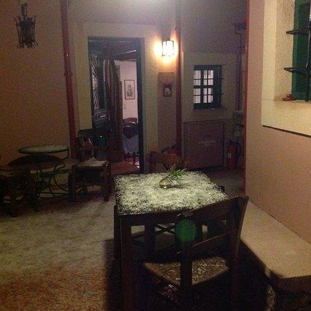 Archanes, Greece: Χιονισμένη αυλή