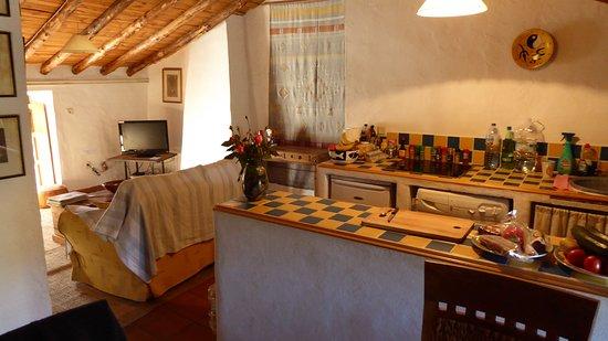 Finca Retama Farmstead : Apartment, kitchen and living room