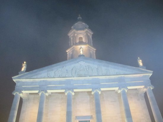 Longford, Irland: Exterior del templo