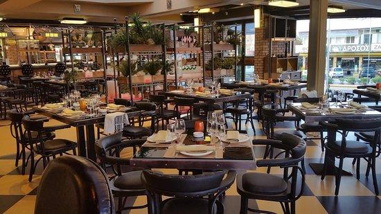 Vari, Grecia: Flames Meat & Wine Restaurant