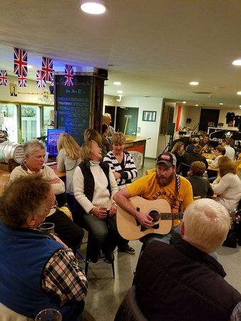 Dundee, NY: Live music rocks
