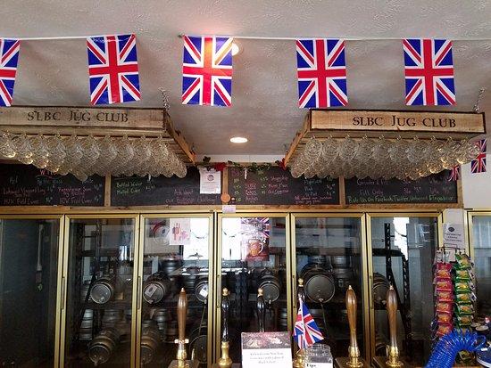 Dundee, NY: Jug club member glassware