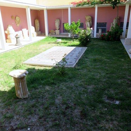 Tinos Town, กรีซ: Archaeological Museum of Tinos