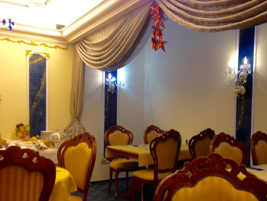 Hotel General: Elegant chairs, crips linens, excellent breakfast!