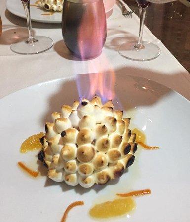 Claye Souilly, France: Omelette norvegienne flambée eu Grand Marnier