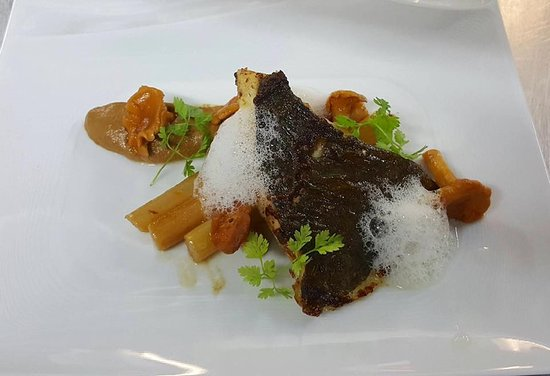 Claye Souilly, France: Turbot Roti au beurre