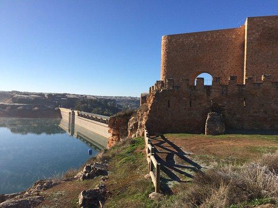 Castillo de Penarroya: castillo y presa