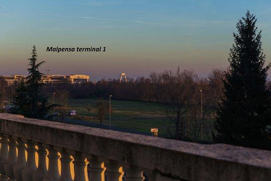 Vizzola Ticino, Italia: Distanza tra l'hotel e il terminal 1 di Milano Malpensa (800 metri)
