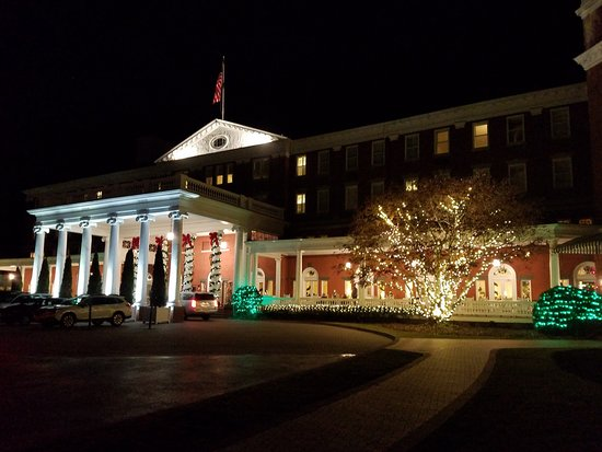 Hot Springs, VA: Decorated for Christmas