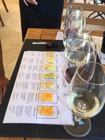 Stilbaai, Sør-Afrika: Only Gouda and cheddar in the tasting
