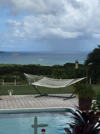 New Castle, Nevis: Beautiful view from the pool