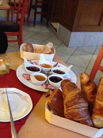 Groix, Francia: Une belle table du matin..