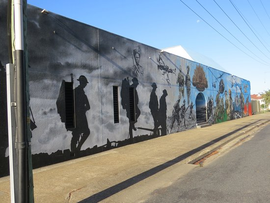 Woolgoolga, Australia: Mural on roadside wall.