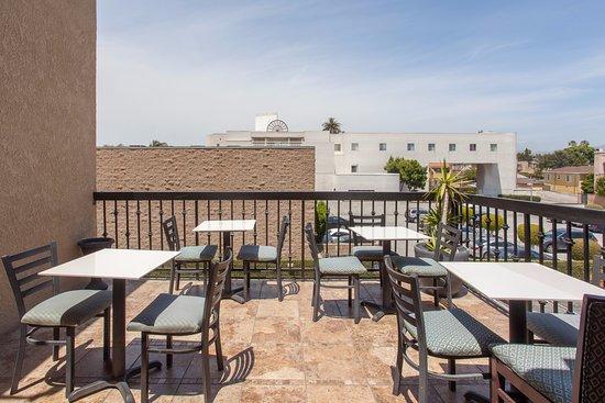 Ramada culver city culver city kaliforniya otel for Deck 8 design hotel soest