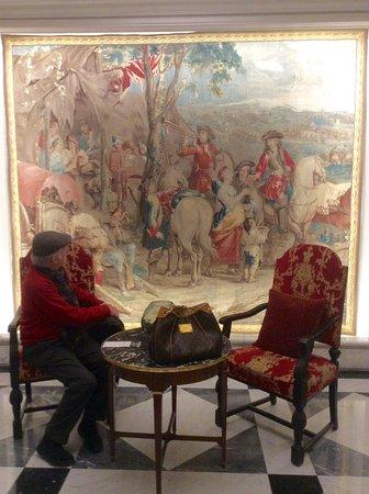 Fairmont Hotel Vier Jahreszeiten: At the lobby.