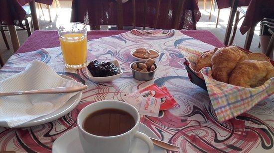 Hosteria Guemes: Desayuno