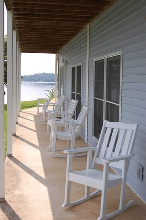 Horseshoe Bend, AR: Lakefront Porch