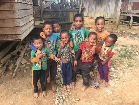 Muang La, ลาว: Kids in the mountain village