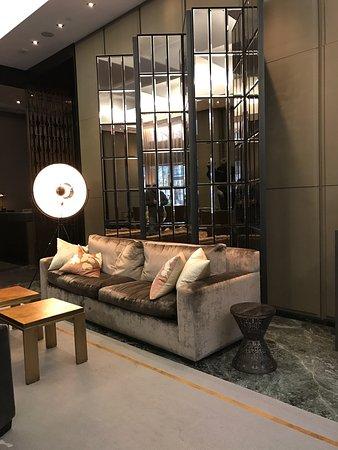 The Hazelton Hotel: beautiful interior