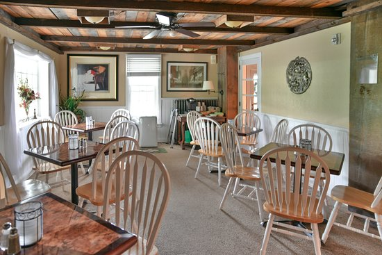 Westport, NY: Continental breakfast dining area