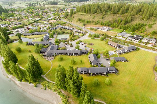 Situated on the edge of Lake Wanaka is Edgewater hotel