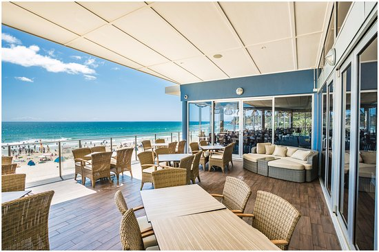 Coolum Beach, Australia: Our beautiful deck, no better place to enjoy a delicious meal and a beverage