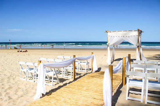 Coolum Beach, Avustralya: A beautiful beach wedding