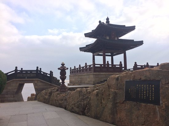 Zhoushan, China: scriptures at temple of the buddha that won't leave