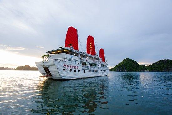 Syrena Cruises - Halong Bay Day Cruise