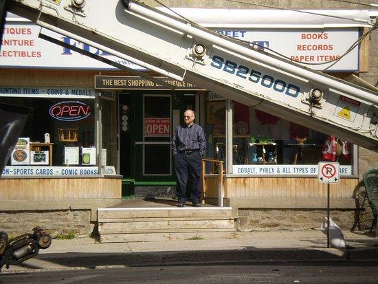 เพิร์ท, แคนาดา: Gore St. Antique Flea Market Perth Ontario Lanark County