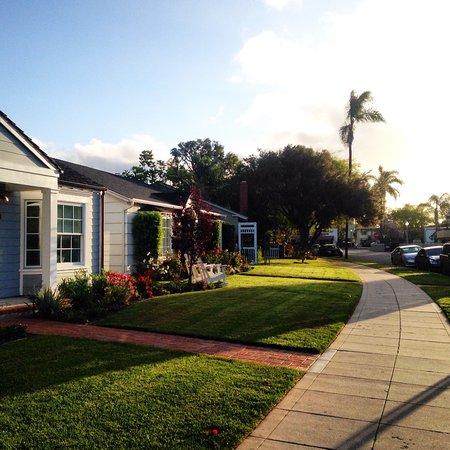Coronado, CA: As ruas sempre limpas e praticamente todas as casas com jardins, bem americano kkkkk