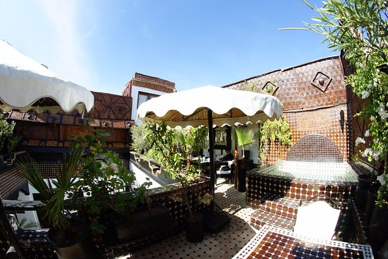 Riad Dar Najat: Heated Hot tube jacuzzi on the roof terrace..unique in Marrakech.
