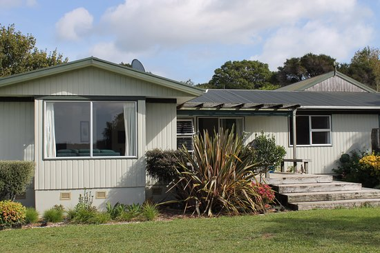 Aroha Island Ecocentre: KIWI LODGE