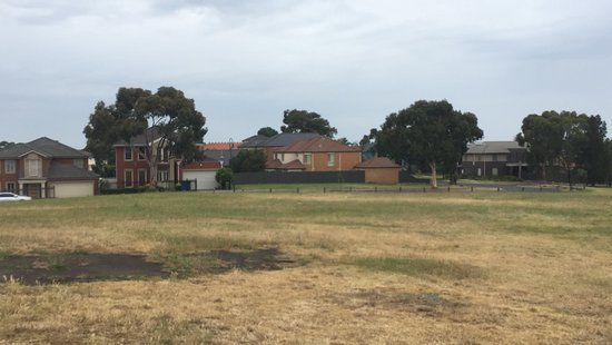 Bundoora, Australia: Houses from the side of Mt Cooper drive