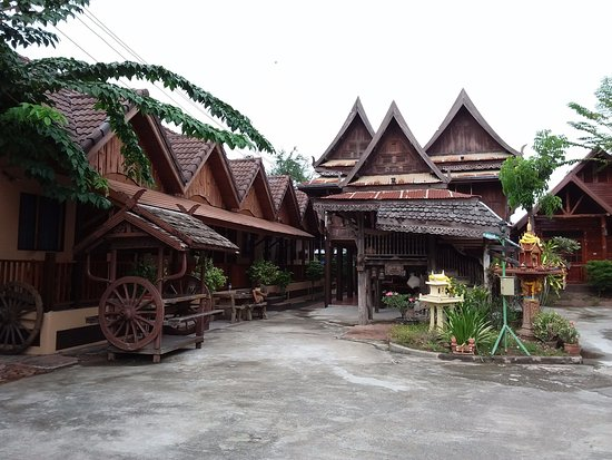 Old City Guesthouse : Entrée de la GH, chambres à gauche et la photo