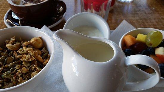 Cafe DMP : fresh milk and yogurt, along with the fresh fruit and muesli