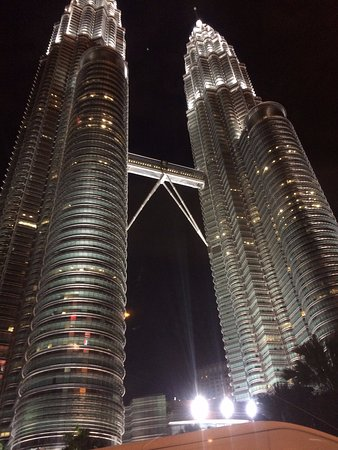 Petronas Twin Towers: Closer