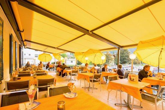 Ilanz, Suiza: Sonnen Terrasse