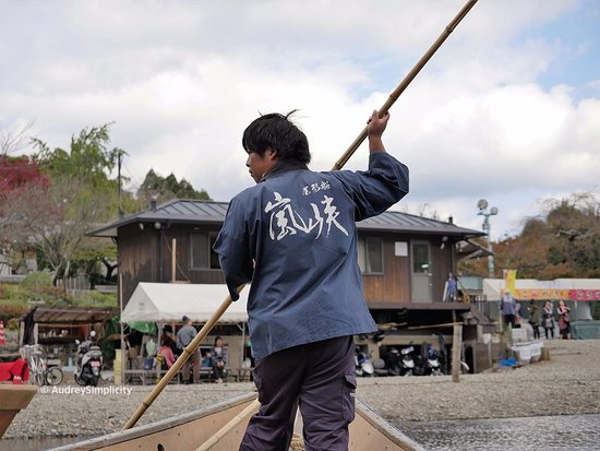 Kyoto Prefecture, Japan: Boat man on Oi River