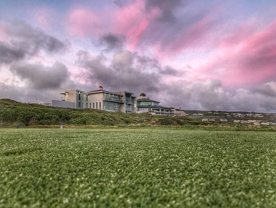 The Southern Cape sunsets are best enjoyed at Pinnacle Point Estate. Beach, Golf & Heritage.