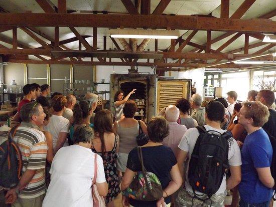 Moustiers Sainte-Marie, Francia: Visite en cours devant un four