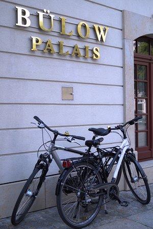 Bülow Palais: Wir organisieren für unsere Gäste auf Anfrage Fahrräder für eine Tour entlang der Elbe.