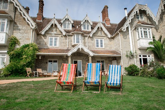 Lisle Combe: Deck chairs on the front lawn